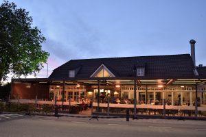 Pergola dans la terrasse d'un bar dans les Landes par Ehia