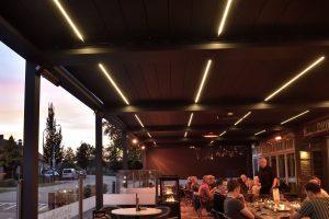 Restaurant avec pergola Brustor par Ehia